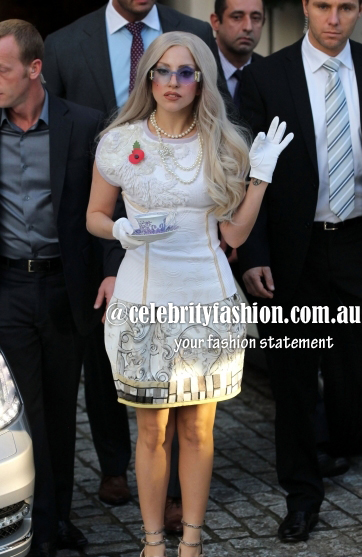 Lady-Gaga-Wears-All-White-Frock-Outside-London-Hotel-8-435x580